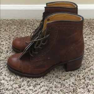 Frye boots brand new size 9.5